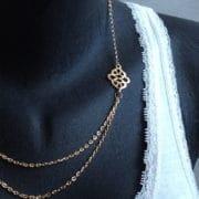 collier double chaine avec medaillon