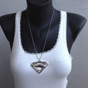 collier et pendentif superman
