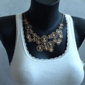 collier dore fleurs